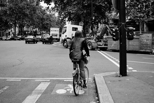Paris Cycle Chic - They Stop for Red
