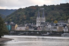 Boppard am Mittelrhein (Herby Crus) Tags: trees water beautiful river germany nikon wasser europa europe colours sight boattrip rhein bume boppard mittelrheintal d300 riverrhine sehenswrdigkeit flus nikon18200vr boppardamrhein