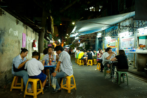 Nay Hong, a Bangkok restaurant serving kuaytiaw khua kai