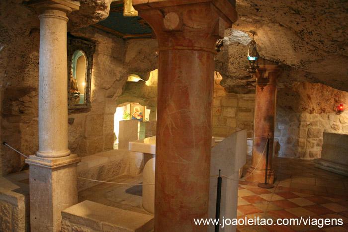 Vista do interior da gruta do leite em Belém
