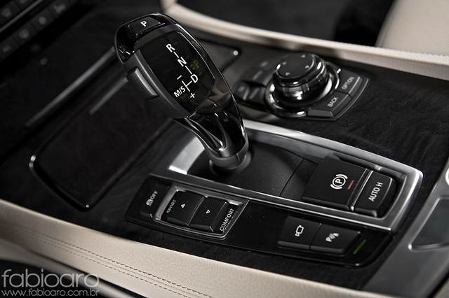 brazil june brasil sedan revista fabio german bmw 2009 v8 ae 7series 44 aro 750 biturbo junho f01 750i fabioarocom autoesporte fabioarocombr