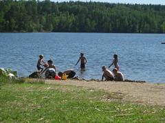 IMG_0611 (Cesar da Silva) Tags: playing beach bad may angelica 2009 swiming lida maj leker 200905