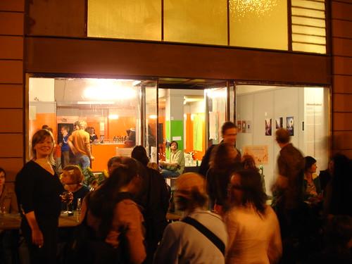 Vor der Tür. Ausstellung Leben im Bahnhofsviertel