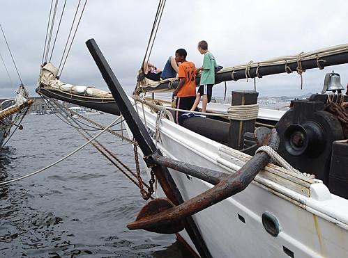 boston sailboat sailing massachusetts alabama tallship bostonma sailboston2009 wwwtheblackdogtallshipscom gaffriggedtopsailschooner shipsandtheshore