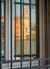 riflettendo nella Baia... (meghimeg) Tags: finestra 2009 riflesso baiadelsilenzio sestrilevante refexion