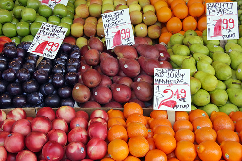 seattle food fruit healthy mixed commerce pears display farmers market sale fresh apples produce local pikeplacemarket oranges plums grown locally priced