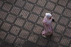 MAROCCO - MARRAKECH Agosto 2007 (Dott.chalkydri333) Tags: street pink woman square grey nikon islam morocco marocco marrakech jama'aelfnaa