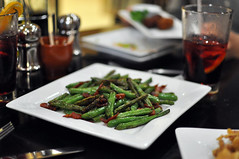 green beans with serrano ham