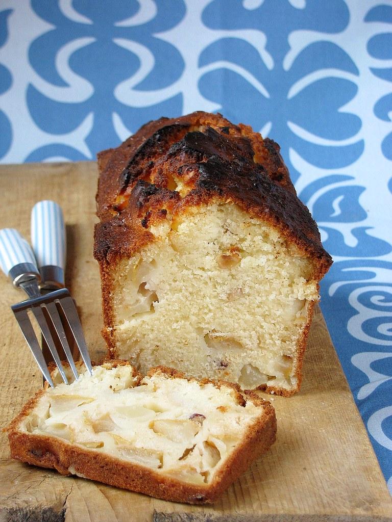 Cake con pere e nocciole