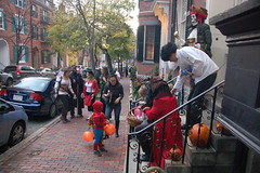 Beacon Hill Halloween (Chris Devers) Tags: autumn holiday fall halloween boston pumpkin ma jackolantern trickortreat massachusetts bostonma 2009 beaconhill trickortreating cameranikond50 exif:exposure_bias=0ev exif:exposure=0017sec160 exif:focal_length=18mm lens18200vr exif:aperture=f40 camera:make=nikoncorporation exif:flash=autofiredreturndetected camera:model=nikond50 meta:exif=1257920459 exif:orientation=horizontalnormal exif:lens=18200mmf3556 exif:filename=dscjpg exif:vari_program=auto exif:shutter_count=37795 meta:exif=1350400377