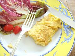 omelette com queijo azul