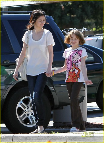 pictures of selena gomez sister. Selena Gomez and Joey King