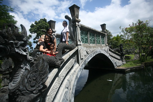 Cacing and company posing at the bridge