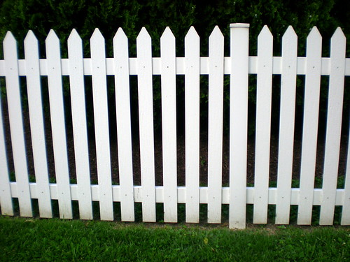 how much does a picket fence cost 2