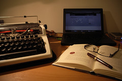 SOHO (kenzodiazepine) Tags: typewriter desk fountainpen omas ricoh ricohgrdigital grd pinnock