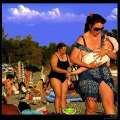 Motherhood  - Italian Summer (Osvaldo_Zoom) Tags: summer people italy beach colors seaside bravo child mother motherhood calabria tenderness manifestodellitaliaalmare