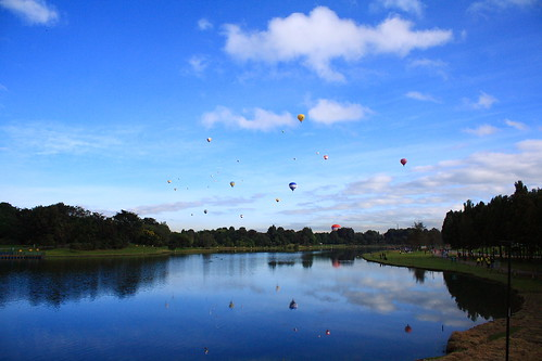 99 luftballons en Parque Simon Bolivar por iguana_box, en Flickr