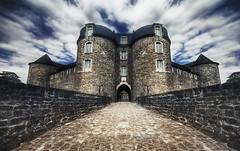Le Chateau de Boulogne-Sur-Mer (Guido Musch) Tags: france castle nikon boulogne explore frankrijk chateau frontpage hdr mydad kasteel sigma1020 d40 boulongesurmer guidomusch sowatchoutpeople symmetryflip maybealittlebitoverdonebutilikeit receivedand110filtertoday