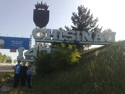 Familia Filat la întrarea în Chişinău