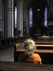 En silence...w ciszy... (evko ...) Tags: church child silence enfant nino dziecko leglise priere modlitwa kosciol msza kartpostal cisz flickrdiamond lamesse