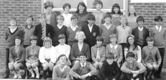 Senior School Warneford, Highworth, Swindon, Wilts. First Year Summer 1969 Form 1a1 (theirhistory) Tags: school girls boy england boys senior girl shirt kid student child tie class teacher kind eaton jumper form schoolphoto wiltshire blazer meisje meisjes kasteel seniorschool jongen tasker highworth philiphoward castleeaton warneford philliphoward blunsdon schoolbadge