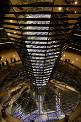 Spiegel zur Beleuchtung des Plenarsaales mit Tageslicht