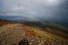 微かに二重の虹を見下ろす