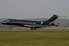 G-CEYL - 9196 - Private - Bombardier BD-700-1A10 Global Express - Luton - 090403 - Steven Gray - IMG_3045