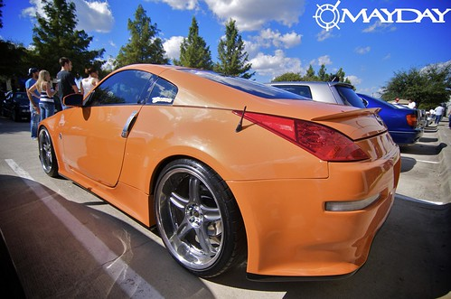 Not all cars need dark neutral paint. This Orange Z was smokin