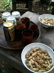 ゆでたて落花生(ピーナッツ)をビールで頂く