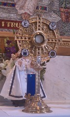 monstrance with seals, showing Jesus