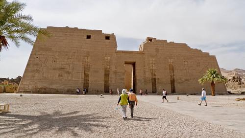 P1040142_Luxor_Ramses3FuneraryTemple_MedinatHabu
