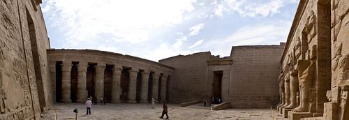 P1040198_Luxor_Ramses3FuneraryTemple_MedinatHabu_panorama