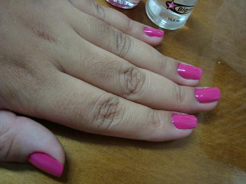 Rosa Pink, Colorama. 2 demãos + top coat da Big Universo.