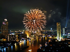 Bangkok New Years' Fireworks / Happy New Year 2015 !!! (I Prahin | www.southeastasia-images.com) Tags: river festive thailand happy hotel fireworks bangkok newyear celebration explore explored mywinners abigfave platinumheartaward earthasia goldendiamondblog platinumpeaceaward worldbeautiesguide gettyimagessoutheastasiaq1 canaon6d