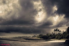 sebelum hujan itu turun..... (memet metz) Tags: bali beach landscape metz pantai badai canggu mendung buduk munggu vosplusbellesphotos sesehbeach metzphotography