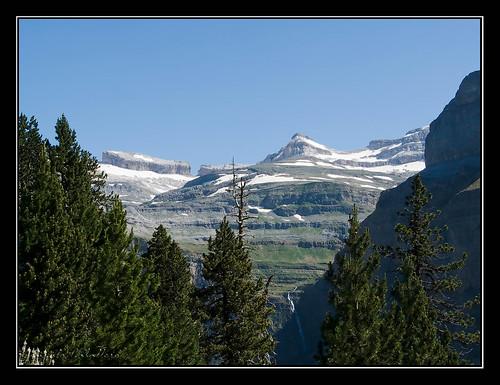 Ordesa - Brecha de Rolando y El Casco (3006 m.) desde la Faja de Pelay