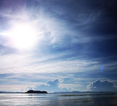Harmonie Bleu Ciel - Sky Blue Harmony (KimImago) Tags: voyage trip blue light sky sun lake seascape peru titicaca nature clouds skyscape landscape island soleil lac ile bleu ciel lumiere nuages paysage vagues oiseau perou peruvianimageshistoryculture kimimago