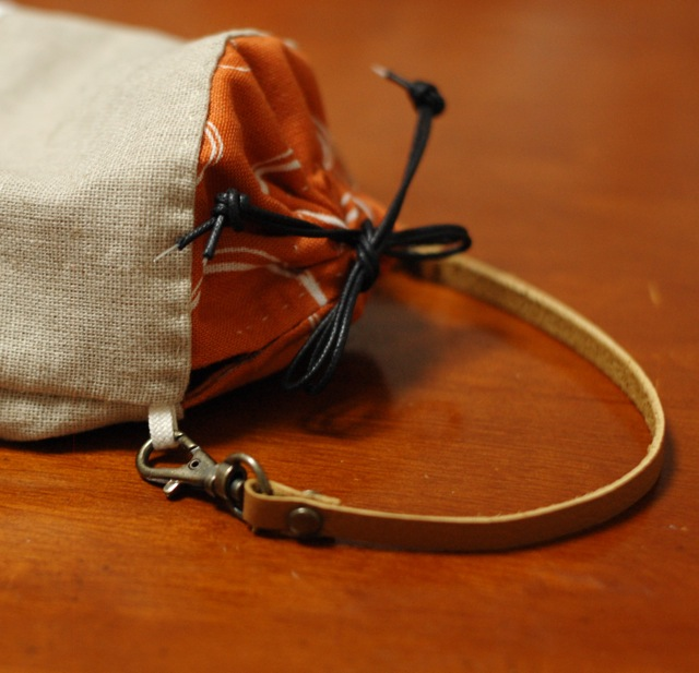 Petit pouch with a leather strap