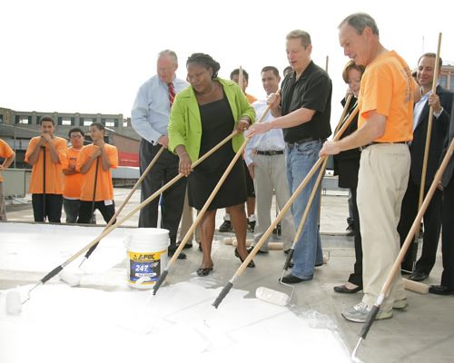 Al Gore, Mayor Bloomberg, and others put a final coat on a new white roof for a warehouse in Long Island City. (Courtesy Office of the Mayor)