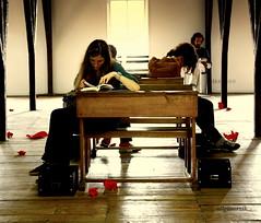 iNsan neyle yaŞar? (nilgun erzik) Tags: türkiye istanbul bienal fotografkıraathanesi fotografca biyerlerde 11thinternationalistanbulbiennial tophanetütündeposu 11uluslararasıistanbulbienali ekim2009 insanneyleyaşar
