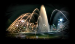 Glowing through the water (scrabble.) Tags: longexposure nightphotography fountain turkey istanbul mosque 1020mm hagiasophia turkije nachtfotografie moskee sultanahmetcamii istanboel ottomanempire sultanahmedmosque sonydslra350