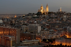 France - Paris 75018 - La Butte Montmartre (Thierry B) Tags: france skyline architecture night geotagged photography twilight frankreich europe cityscape exterior photos nacht outdoor dusk dr frana montmartre bynight explore monuments 75018 geotag fr extrieur iledefrance nocturne ville parijs idf urbanscape pars parigi    aaaaa geolocation pras  sacrcur photographies     horizontales toitsdeparis europedelouest   noctambule paysageurbain      parisrooftops photosnocturnes gotagg thierrybeauvir  beauvir wwwbeauvircom droitsrservs heuremagique  20110525 buttemontmartre