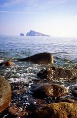 Basiluzzo gezien vanaf Panarea, Liparische Eilanden, Italië 1989 (wally nelemans) Tags: panarea basilluzo liparischeeilanden liparyislands isolelipari italië italy italia 1989