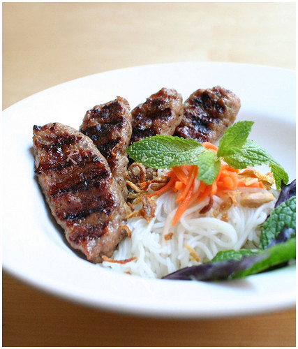 bun nem nuong,vermicelli,grilled pork patties, vietnamese