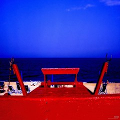 Hot Red Beach (Osvaldo_Zoom) Tags: red sea summer beach colors boat saturated moscone pedalo pattino