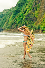 down in waipio (SARA LEE) Tags: girl hawaii model surf surfer lifestyle valley surfboard fedora bigisland camerons waipio waipiovalley honokaa sarahlee legothenego vivantvie