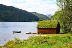 Haukedalen Bootshaus (S. Kramer) Tags: lake nature norway see norge norwegen boathouse bootshaus sognogfjordane haukedalsvatnet haukedalsvatn