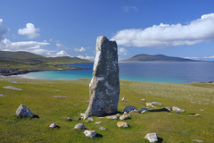 MacLeod's stone, Isle of Harris, Scotland (iancowe) Tags: beach stone standing scotland scottish harris outer isle iar hebrides mcleod mcleods macleod macleods nisabost traich