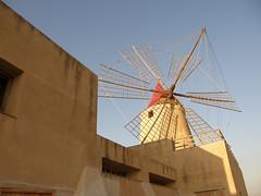 il mulino e il suo palazzo (epimik) Tags: sale saline sicilia mulino mozia bonagia motzia